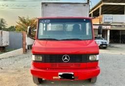 Título do anúncio: Caminhão Mercedes Benz MB 710 com baú carga seca<br><br>