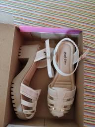 Título do anúncio: Vendo sandália e rasteirinha
