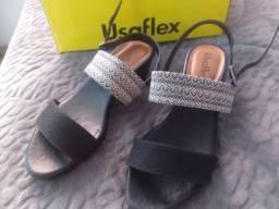 sandália/salto baixo preto e branco