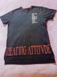 camiseta preta masculina de algodão, tamanho 14 estilosa.'
