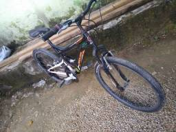 Vendo está bike, tudo funcionando, pneus novos.