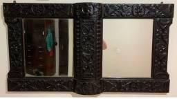 Espelho com moldura talhada em madeira de Lei!