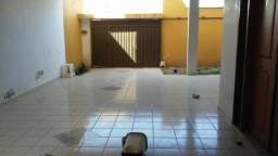 Excelente casa no Altos do Calhau para locação por 2000 mil reais