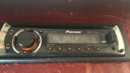 Vendo cd play pioneer funcionando em perfeitas condições usb,cd,mp3 eauxiliar