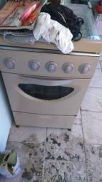 Fogao usado em ótimo estado, só não tem o acendedor do forno