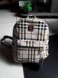 Vendo essa bolsa tipo mochilas novas estampada