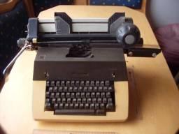 Máquina Escrever Antiga Remington Precisa Manutenção Em Mãos
