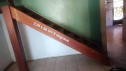 Escada em Madeira de Primeira Linha