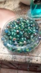 Pote de vidro com bolas de gudê