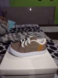 Sapato infantil novo na caixa