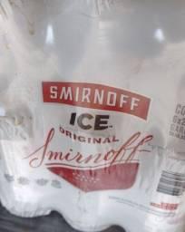 Duas caixas de Smirnoff