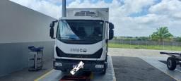 Título do anúncio: Caminhão Iveco Tector 11 190 com baú frigorifico.