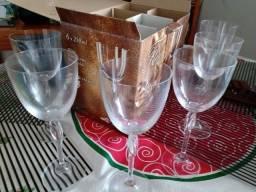 Título do anúncio: Caixa com jogo 6 taças de vinho em cristal, importadas.