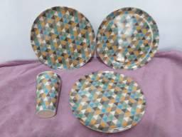 Conjunto de pratos e copo em fibra de bambu
