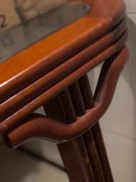 Mesa rústica de madeira e vidro temperado