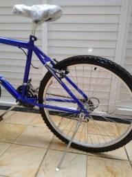 Para vender rápido Bicicleta Calil 21 marchas aro 26 semi nova nunca usada