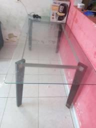 Mesa vidro usada e bem conservada 150,00 reais pra vir buscar aqui na tabajara