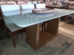 Mesa de madeira e acabamento laka luxo