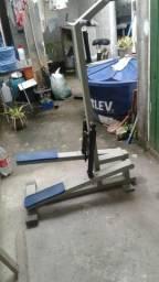 Maquina de academia para as pernas
