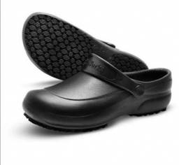 Crocs preto