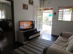 A RM vende, 02 ótimas moradias em lote de 500m² no bairro Caiçara.