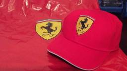 Título do anúncio: Boné novo Original da Ferrari imperdível comprado em loja oficial na Itália
