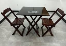 Mesa de Madeira 70x70 com 2 Cadeiras Dobráveis
