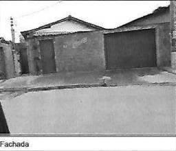 E) Casa com 4 quartos, na cidade de Januária/MG