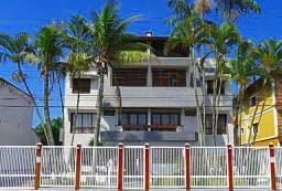Apartamento triplex, vista permanente do mar, 50m da praia, 3 dorm
