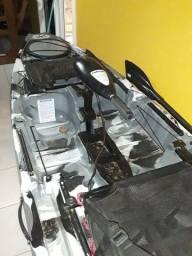 Caiaque Iron motor e pedal