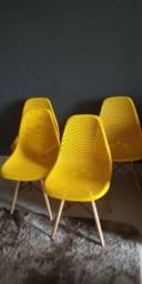 Cadeiras eiffel furadinha Nova