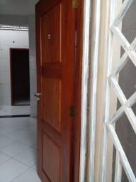 Alugo kit net (bairro Montese) valor do aluguel R$600,00.