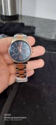 Vendo relógio euro pulseira dourada e fundo preto