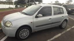 Clio Renault RL 1.0 16V  Ano 2002  prata