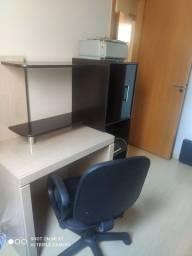 Escrivaninha e cadeira giratória