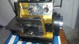 Máquina de costura overloque Vicar