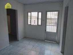 X961 | Casa com 01 dorm, sala, cozinha, banheiro e quintal