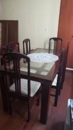 Linda mesa de jantar com tampo de vidro e 6 cadeiras. Preço especial até dia 23/10
