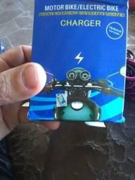 Carregador de celular para motos com entrada para isqueiro