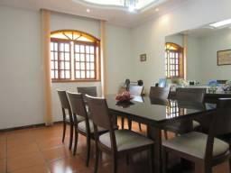 RM Imóveis vende excelente casa no Caiçara estilo colonial, área externa gigante!