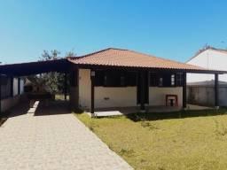 Casa de praia bem localizada na av. central da praia da Pinheira!
