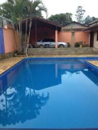 Linda casa com piscina churrasqueira muito aconchegante