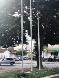 Postes de bandeira