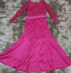 Vestido de festa bordado a mão e em perfeito estado de uso