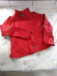 Vendo 2 vestidos e uma jaqueta vermelha