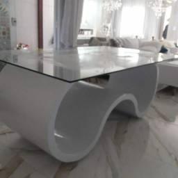 Mesa laqueada com tampo de vidro