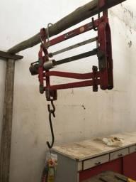 Balança de pendurar pesa até 500 kg muito usada p pesar boi.