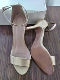 Sandália Salto Dourada