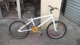 Bicicleta Branca Aro 20 ótimo estado preço negociável