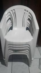 Cadeiras Brancas de Plastico